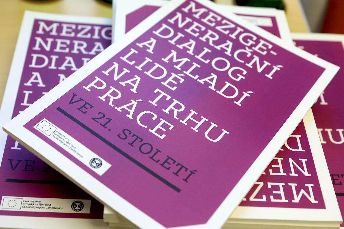 Cesta časem: Mezigenerační dialog absolventů a lidí 50+ na českém trhu práce – otázky, výzvy, praxe