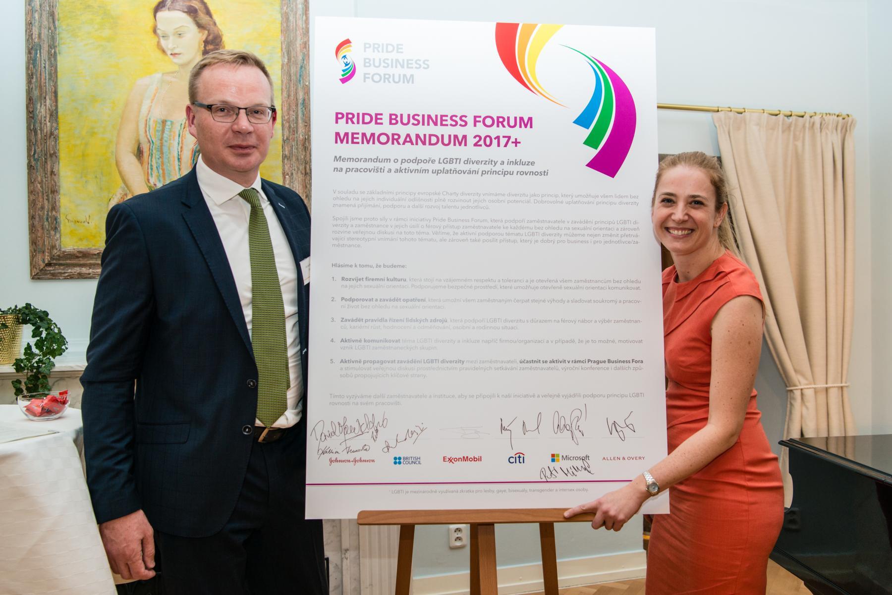 Memorandum o podpoře LGBT diverzity a inkluze na pracovišti podepsalo šest nových významných signatářů