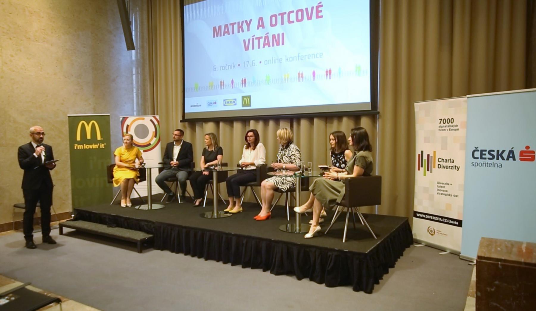 Záznam a fotografie z konference MATKY A OTCOVÉ VÍTÁNI